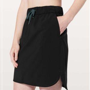 NWOT Lululemon On The Fly Black Skirt Size 2